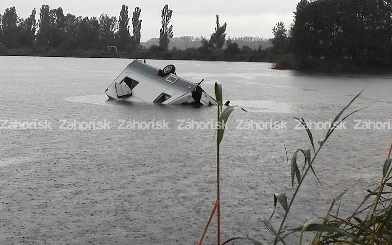 burka_na_zahori_sekule_jazero_karavan