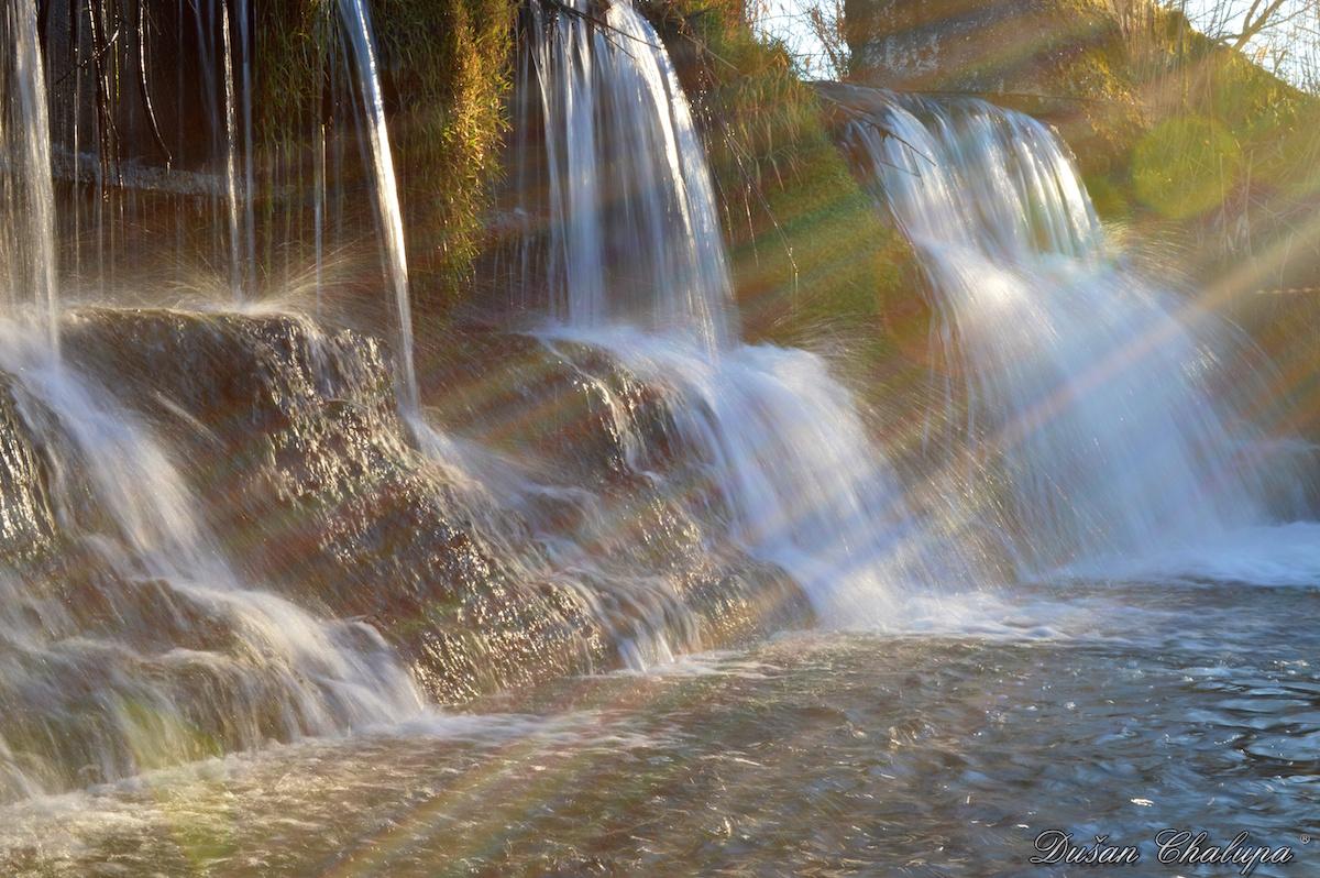 Splav okolo tečúceho potoka. Foto: Dušan Chalupa