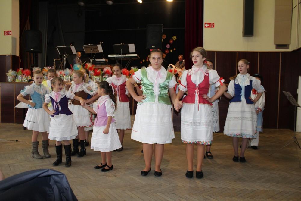 detsky_folklorny_subor_Nadej-Kuklov_cary