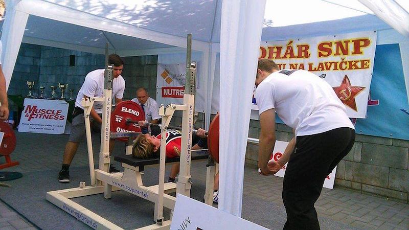 Monika Gavorníková pri úspešnom pokuse 102.5 kg