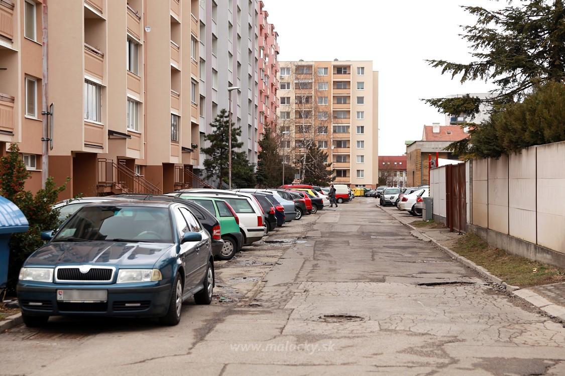 6cbbda041 Mesto pripravilo a začiatkom tohto roka medializovalo plán revitalizácie  zóny za Korzom (od Záhoráckej ulice pri Mestskom centre kultúry cez  priestor za ...