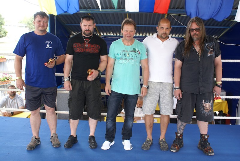 Ocenenie členov BC RTJ  Zľava Ondrejkovioč Roman, Reisenauer Robo, Reisenauer Ali Blažo Robo Petras Julius .JPG