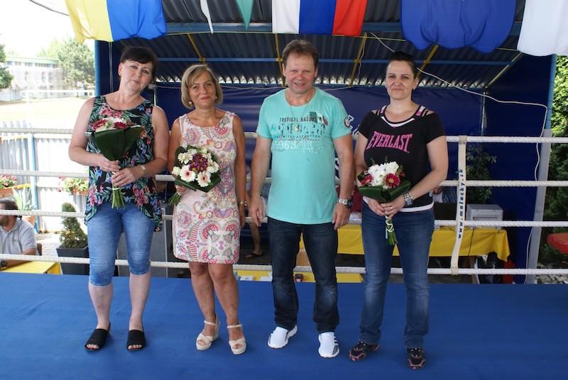 Ocenenie žien za dlhoročnú prácu v BC RTJ. Zľava Zlatica Blažová, Jana Mislovičová Ali Reisenauer predseda BC RTJ Silvia Reisenauerova  .JPG